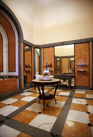 Havana art deco: Art deco bathroom, Museo de Artes Decorativas, Vedado, Havana