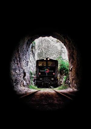Ecuador train: Tren de la Libertad passes through a tunnel