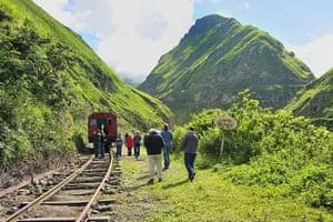 Ecuador train: Devils Nose rail journey, Alausi to Sibambe, Ecuador