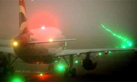Fog-bound BA Boeing 737, Heathrow