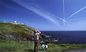 Green travel: plane contrails