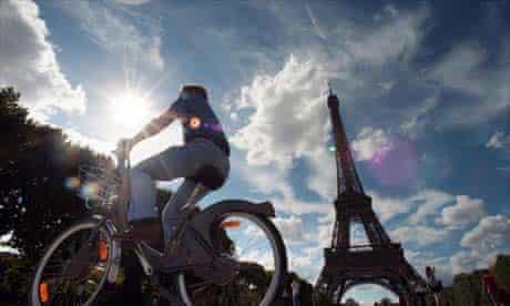 Cycling around Paris on a Velib bike