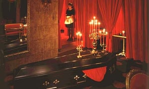 Tokyo theme restaurant: Vampire Café