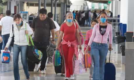 Traveller wearing masks due to the swine flu outbreak in Mexico