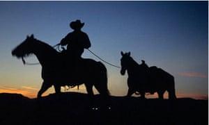 Arizona-cowboy-in-sunset