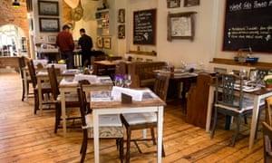 Eddie Gilbert restaurant, Deal
