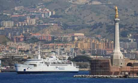 The boat leaves Messina heading for the Italian mainland