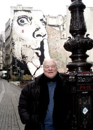 John Baxter in front of Jef Aérosol's 'Chuuuttt'.