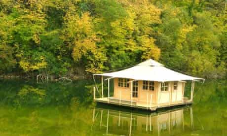 A floating cabin at Echologia in France
