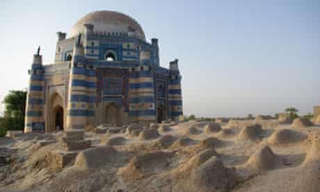 Tombs near Derawar Fort.
