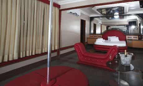 Panda Hotel –a love motel in Rio