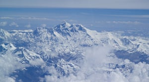 Everestextras: Flying above the Himalayas