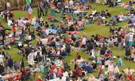 Hampton Court Palace Jubilee picnic