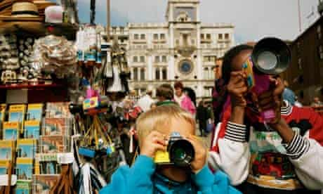 kids taking summer photos in Italy