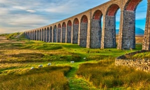Pen-y-ghent and Ribblehead Viaduct on Settle to Carlisle railway, Yorkshire Dales national park
