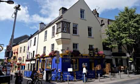 People sitting in the sun outside Tigh Neachtains pub on Quay street in Galway