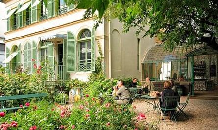 Le Musée de la Vie Romantique on rue Chaptal, South Pigalle, Paris