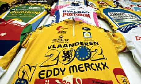 Cycling shirts in the Tour of Flanders centre