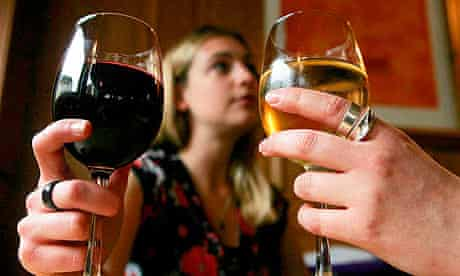 Low alcohol drinks cut bowel cancer risk
