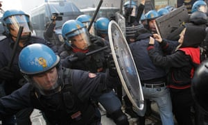Milanese students clash with police