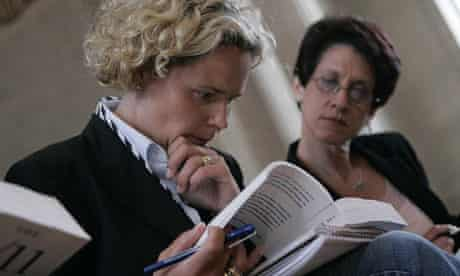 Kristen Breitweiser (L) and Lorie Van Auken