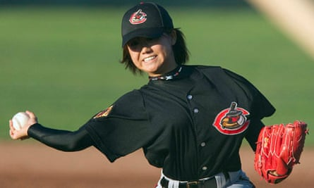 Eri Yoshida,the first woman in baseball history to pitch professionally