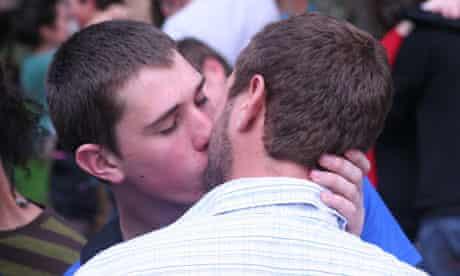 Mark Brown and Bjorn Czepan kiss at Stellenbosch University