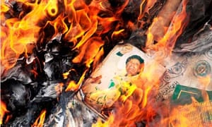 Image of Gaddafi burned by Libyan protesters