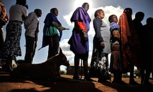Masai queue to cast their votes in the Kenyan presidential elections