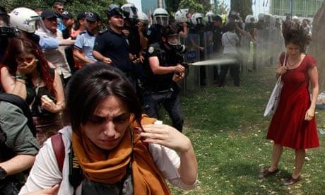 [Image: A-Turkish-policeman-uses--008.jpg?w=620&...93ecd22ec1]